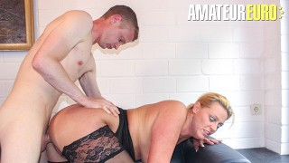 Reife Swinger - Busty MILF Cheats On Her Husband With Younger Guy