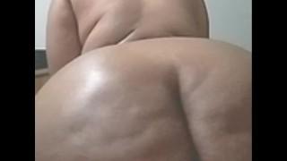 HUGE ASS GRANNY TWERKS ASS AFTER HOT FUCK