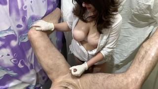 Russian nurse domination strapon (Опытная медсестра вводит толстый страпон