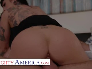 Naughty America -Jessie Lee's fucks her neighbor