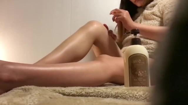 【素人盗撮】嫁大好き夫のコレクション映像がこちら!ナイトルーティーンで足のお手入れする嫁の艶っぽい姿
