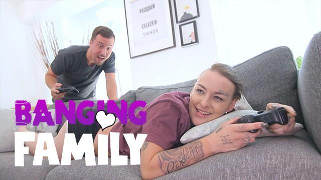Banging Family - Fucking my Inked Step-Sis Gamer