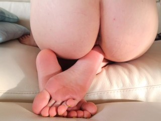 Ass and pussy spreading, perfect soles show