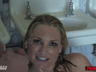 Flower Tucci drinks his pee and sucks his dick