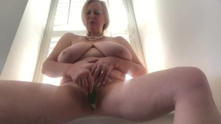 Annabel's quickly cucumber pussy fuck