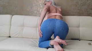 Screen Capture of Video Titled: The blonde in tight jeans showed the ass
