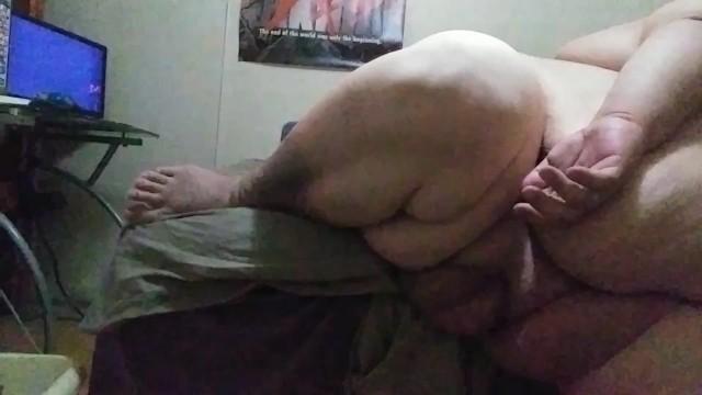Ssbhm masturbating on the edge of the bed