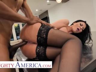 Naughty America – Jasmine Jae helps herself to a Big Black Cock!