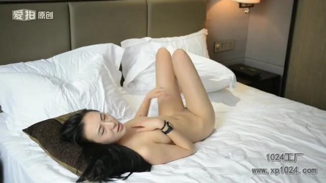 休日にセックスにはげむ大学生カップルを捉えたビデオ ...