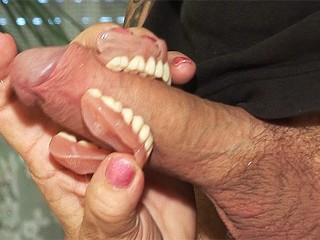 toothless blowbang with 74 years old mom 3d porn