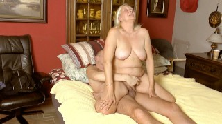 Threesome with riding bubbles jerking off