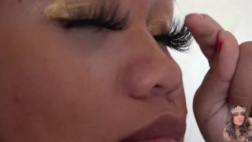 Those long eyelashes. Those long beautiful strands.