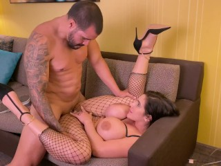 A normal conversation with a Big Ass MILF turned into a Raw Anal fuck