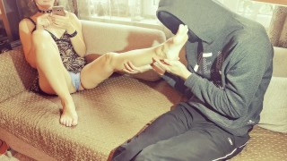 Happy Goddess messaging with lover after date and humiliates slave