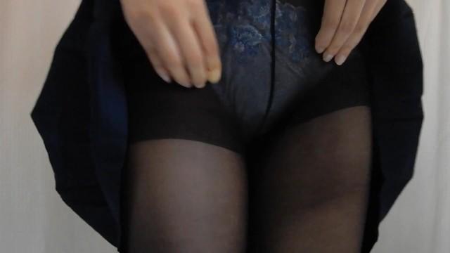 黒タイツ履いたままおしっこするセーラー服JK