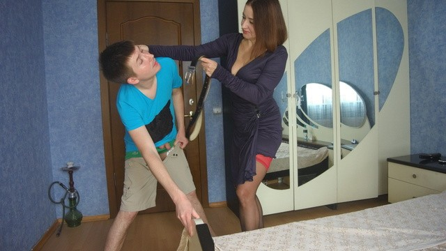 Xhamster หนังโป๊แม่ม้ายเลี้ยงลูกคนเดียว TumanovaAlina ขอXXXสั่งสอนเช้าเย็นรวมถึงสอนเย็ดกับลูกชาย วันนี้ลูกเงี่ยนควยมากขอจับซั่มกระหน่ำซอยหีสักหนึ่งน้ำ นอนเย็ดหีแม่ตัวเองเอากันเตียงเลอะน้ำเงี่ยนไปหมด