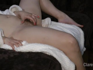 A young wife relaxes masturbating alone at home – ClareWillis