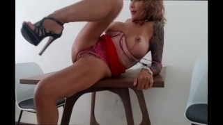 SEXY ENGLISH TEACHER GIVES BLOWJOB, FUCKS AND SQURITS ON STUDENT