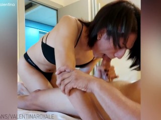 Shemale fucks the pizza delivery guy