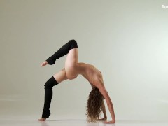 Flexible curly haired beauty Ursula Fe