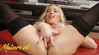 Solo babe With Super Hot Perfect Body Fingers Pussy
