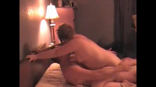 Housewifes massage turns into making masseuse cum 3 times