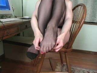 Cuban Foot Stockings Jerk Off Session – Candle Boxxx – Joi