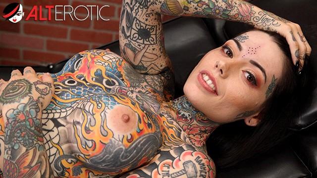 Tatoo nude