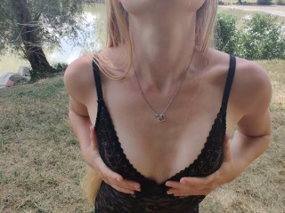 Une française se fait plaisir dans la nature