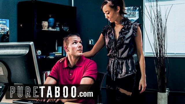 Asiatische Stiefmutter Christy Love spritzt auf den großen weißen Schwanz des Stiefsohns