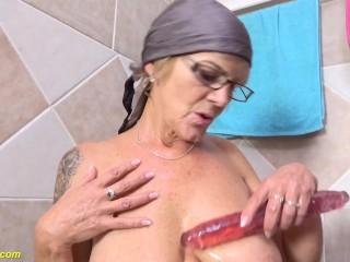 my grandma pissing in the bathtub
