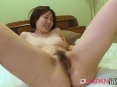 Curvy Teen Beauty Presents Her Pussy