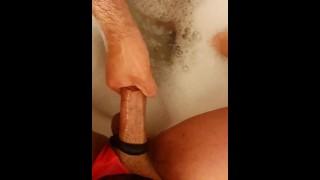 سكس عربي يغسل زب شيميل متحول و يستمني شيميل عربي نيك متحول جنسي