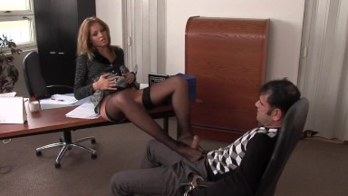 In police station the blonde knows how to make people talk, her eager pussy and her feet that know h