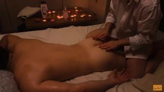 La massaggiatrice arrapata non resiste al mio cazzo e si fa scopare - massaggio nuru thai