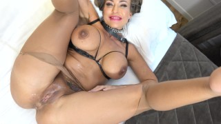 Massive cumshot on MILF pussy after pussy fucking