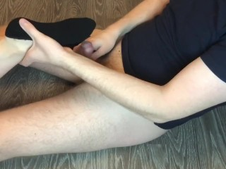Teen socks job in black ped socks, cumshot on feet.