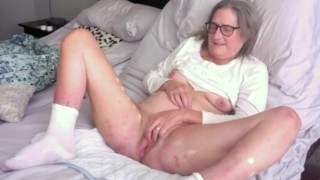 Mature stepmom With Shaved Pussy Rubs One Out In The Morning