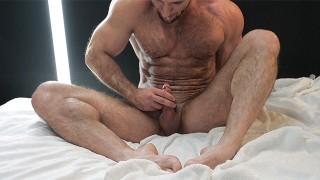 Straight muscle masseur MaxXx jerks off huge dick OnlyFans/WorldStudZ