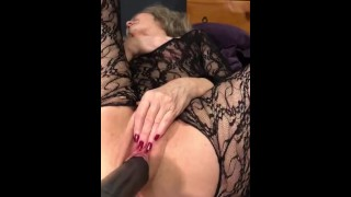 Loud Hot Mature MILF Is Pounded Into Ecstasy With Extreme Dildo On Sex Machine SEXY