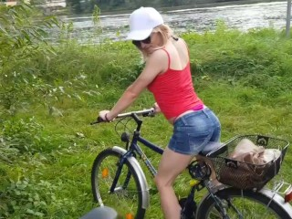Bike tour with hot tranny girl ends with double load of cum