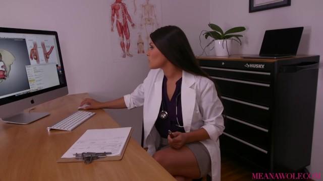 หนังเอ็กส์ฝรั่งHD คุณหมอสวาทเซ็กส์จัด Meana Wolf จับเย็ดกับคนไข้ควยใหญ่ เธอเห็นกระจู๋บิ๊กไซส์เลยขอเย็ดแหลก จับเย็ดหีในห้องตรวจภายใน
