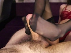 TICKLES AND JERKS OFF THE PENIS WITH HER FEET IN SEXY STOCKINGS. CUM SPLATTERED ON FEET AND STOCKING