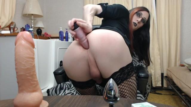 Sexy goth tranny fucks her ass