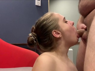 Beauty sucked a stranger in the room