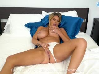 Big tittied MILF masturbates before her husband comes home fatmanporn