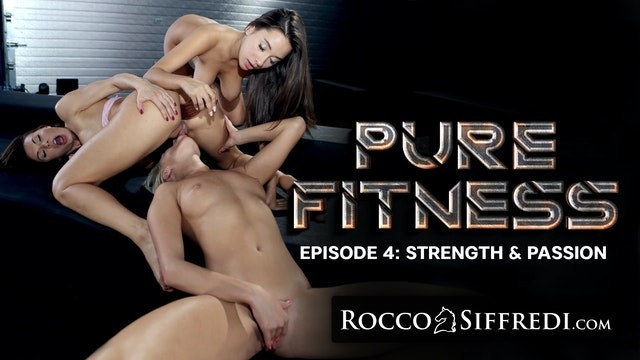 RoccoSiffredi Liya Silver's Showering Pussy Gets Destroyed With Huge Dildo