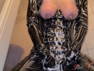Slave Slut-Orgasma Celeste in black latex shower after a hard movie session