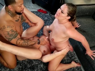 Guy receives a sloppy blowjob from girlfriend