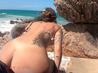 Horny Girl want his dick in a Public Beach and Take a Big Facial